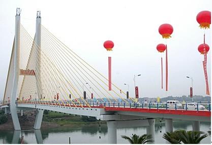 11 ,青岛海湾大桥工程     嘉陵 江大桥是一座独塔不对称斜拉桥,西起